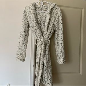 Aeropostale grey animal print fleece robe